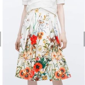 Zara Floral Skirt Size Small